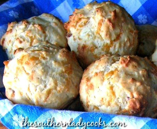 BACON AND CHEDDAR CHEESE MUFFINS