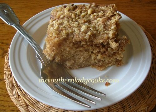 FRESH APPLE CAKE WITH STREUSEL TOPPING