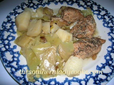 SLOW COOKER CHICKEN, APPLES, POTATOES AND CABBAGE