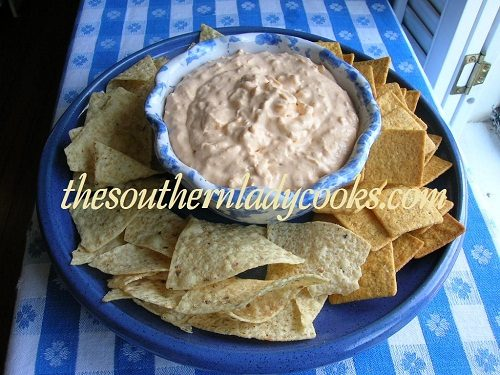 10 DIP RECIPES FOR YOUR SUPER BOWL PARTY!