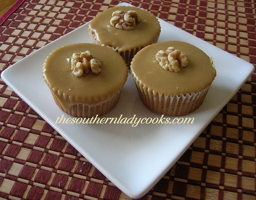 RAISIN CUPCAKES WITH CARAMEL FROSTING