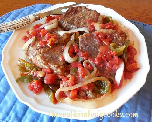 CROCK POT ROUND STEAK WITH PEPPERS AND ONION